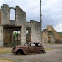 Fig. 6. Veduta delle rovine del villaggio di Oradour-sur-Glane (Francia), distrutto dalle SS nel 1944, conservate come monumento nazionale alla memoria