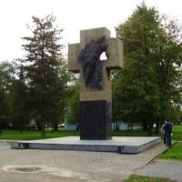 Fig. 20. Monumento commemorativo ai combattenti serbi nel centro di Prijedor