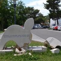 Fig. 26. Monumento commemorativo vicino al bulevar fatto esplodere