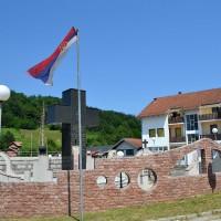 Fig. 12. Il monumento di Kravica dedicato ai combattenti serbi