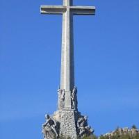 Fig. 1. Valle de los Caídos: la monumentale Santa Cruz (fonte: https://es.wikipedia.org/wiki/Valle_de_los_Caídos).