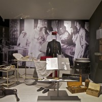 """Fig. 8. Musée de la Grande Guerre, Meaux. Progetto architettonico e allestimento di Atelier Christophe Lab, 2011. Veduta della sezione """"Corpi e sofferenza"""""""