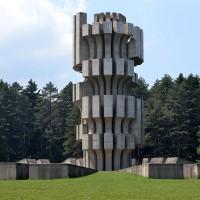 Fig. 16. Il Monumento del 1972 nel parco Kozara
