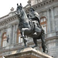 Fig. 31. La statua equestre di Carlo IV nella sua attuale collocazione davanti al Museo Nacional de Arte.