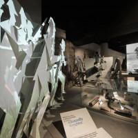 Fig. 5. Imperial War Museum, London. Veduta di una installazione alle Gallerie della prima Guerra mondiale. Allestimento di Casson Mann, 2014