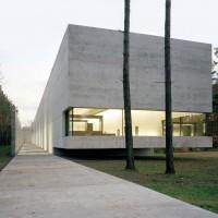 Fig. 9. Memoriale e Centro di Documentazione del campo di Bergen-Belsen, Germania. Progetto architettonico di Jürgen Engel, 2007
