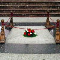 Fig. 6. La tomba di Franco all'interno della Basilica della Santa Croce (fonte: https://es.wikipedia.org/wiki/Valle_de_los_Caídos).